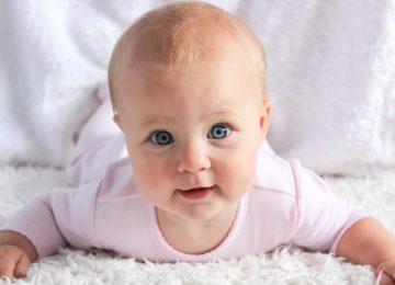 Razvoj vida kod beba u prvoj godini života – kako bebe vide?