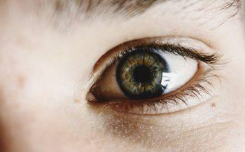 Natečene oči, peckanje i suzenje – kako si pomoći?