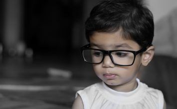 8 znakova da vaše dijete ima problema s vidom