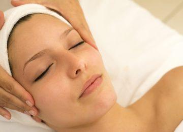 Jednominutno zatezanje kože oko očiju koje možete raditi kod kuće