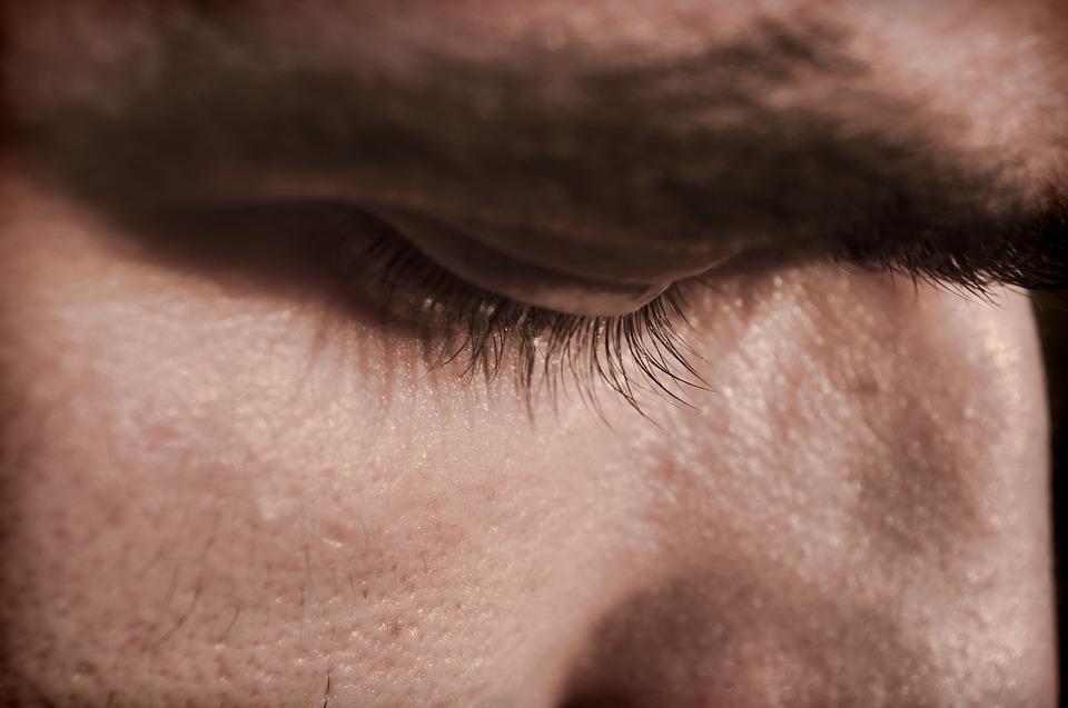 natečene oči, peckanje i suzenje