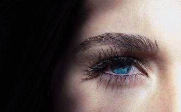Crvenilo oka – kako ga ublažiti? 10 savjeta za bistre i bijele oči
