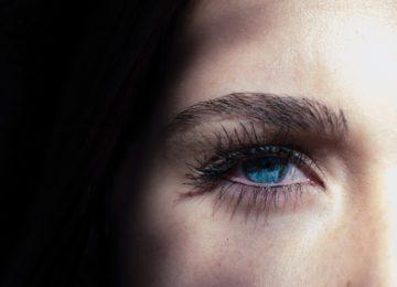 Kako ublažiti crvenilo oka? 10 savjeta za bistre i bijele oči