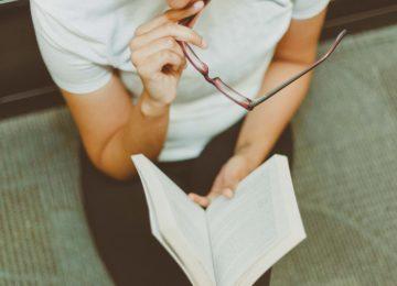 Naočale za čitanje – 4 znaka da ih trebate!