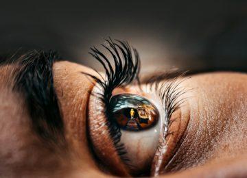 Znanstvenici napravili kontaktne leće koje zumiraju kada dva puta trepnete