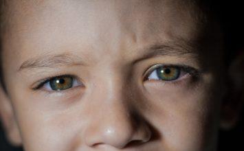 Retinoblastom: otac na fotografiji otkrio da mu sin ima rijedak oblik raka!