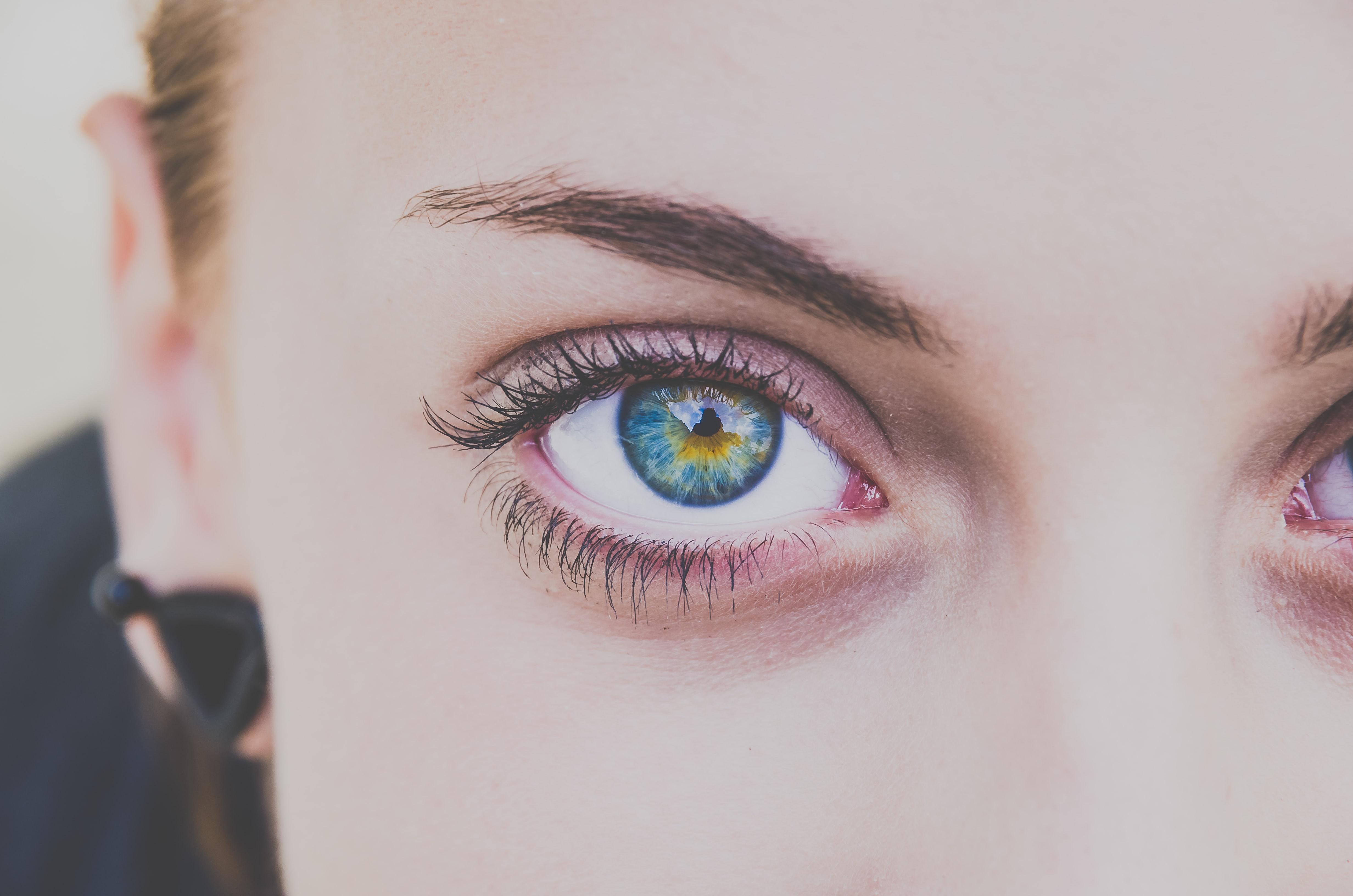 oči različite boje