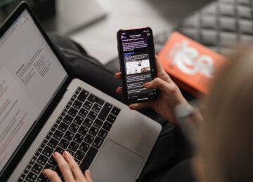 Je li tamni način rada na mobitelima bolji za naše oči?