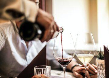 Pijenje vina smanjuje rizik od katarakte, navodi istraživanje